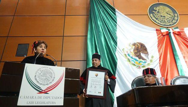Mormona recibe Doctorado Honoris Causa en el Congreso de México