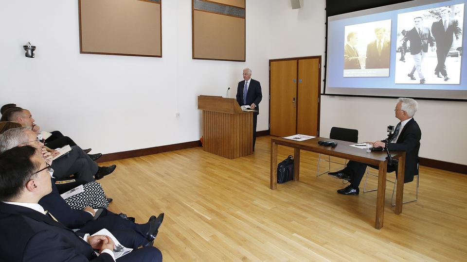 élder D. Todd Christofferson en Oxford