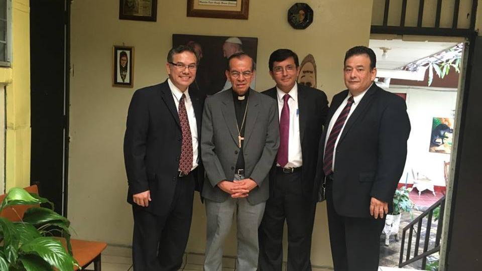 Cardenal de San Salvador y líderes mormones