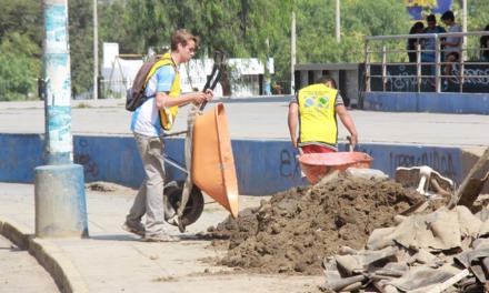 Jóvenes mormones contribuyen con la reconstrucción de una ciudad en Perú