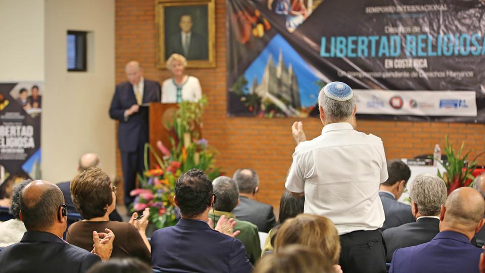 Apóstol mormón es orador en el Simposio Internacional de Libertad Religiosa