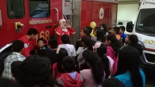 Bomberos enseñan a niños mormones sobre prevención de incendios en Perú