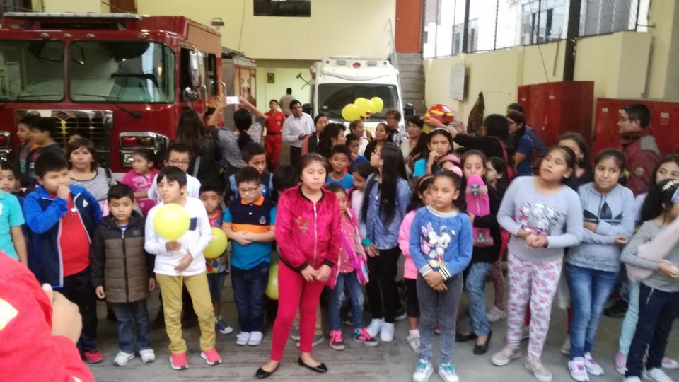 Niños mormones aprenden de los bomberos