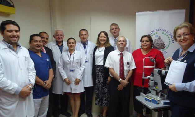 Mormones donan equipos oftalmológicos en Ecuador