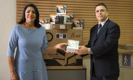 Mormones donan equipos tecnológicos para no videntes universitarios en Bolivia