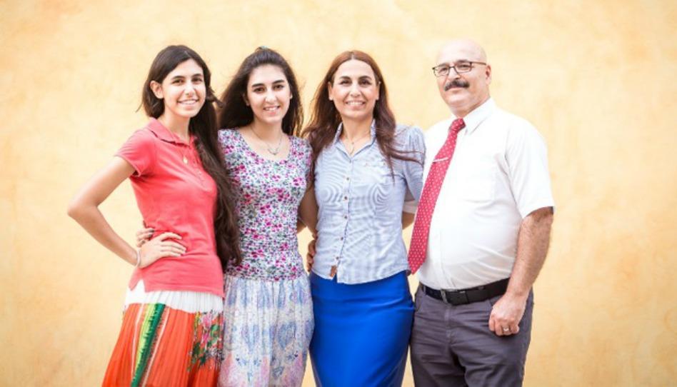 De iraníes Musulmanes a refugiados Mormones: La increíble conversión de una familia