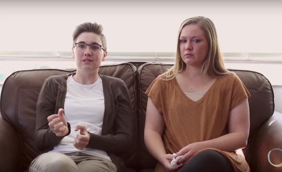 Una pareja lesbiana comparte por qué se divorciaron para unirse a la Iglesia en un poderoso video