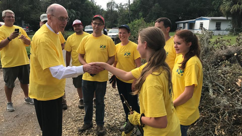 Presidente Eyring proporciona una mano amiga en Florida después del huracán Irma