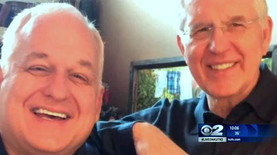 Tom Christofferson junto a su hermano Elder D. Tood Christofferson Hermano gay de apóstol Mormón
