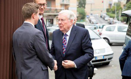 Europa Recibe La Visita Del Élder M. Russell Ballard