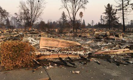 Líderes Mormones Visitan a las Víctimas de los Incendios Forestales en California