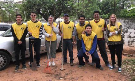 Jóvenes mormones limpian un hospital en Paraguay