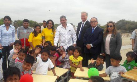 Ministro de Educación  agradecido por donación de mormones en Perú