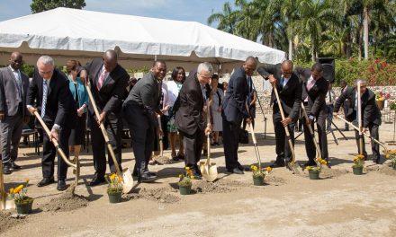 Líderes De La Iglesia Dedican El Terreno Para El Templo Mormón En Haití