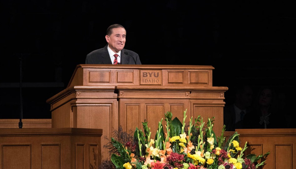 """""""Desarrollen una relación personal con Dios"""", el élder Juan A. Uceda les dice a los estudiantes de BYU-Idaho"""
