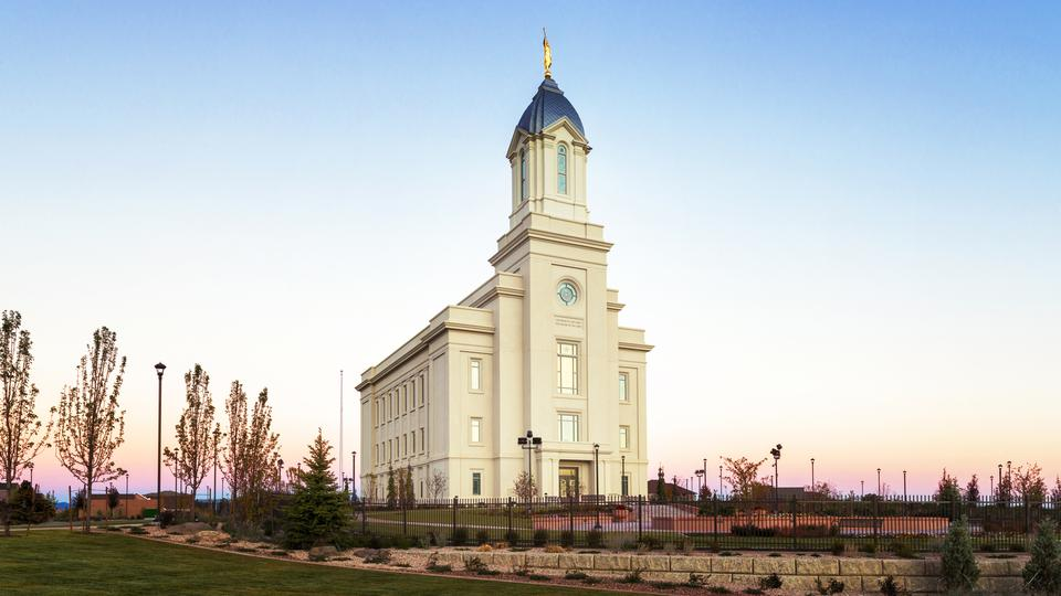 Se dedica un templo mormón de estilo pionero en Cedar City, Utah