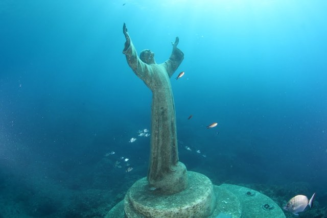 Un Christus submarino + 19 imágenes impresionantes de estatuas de todo el mundo