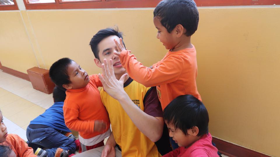 David Archuleta en Orfanato peruano
