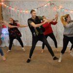 familia mormona baile navideño