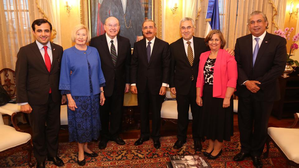 Presidente de República Dominicana y élder Cook