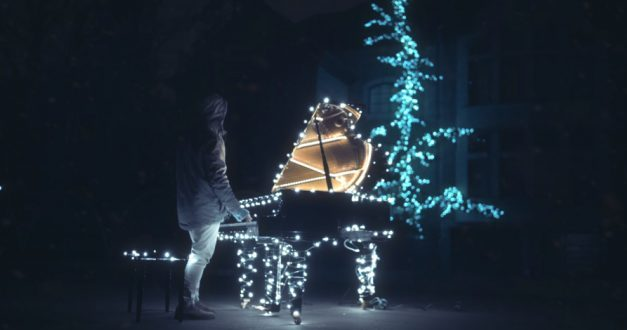 """The Piano Guys"", usan medio millón de luces navideñas en video musical"