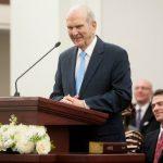 Russell M. Nelson firma ahora los llamamientos misionales