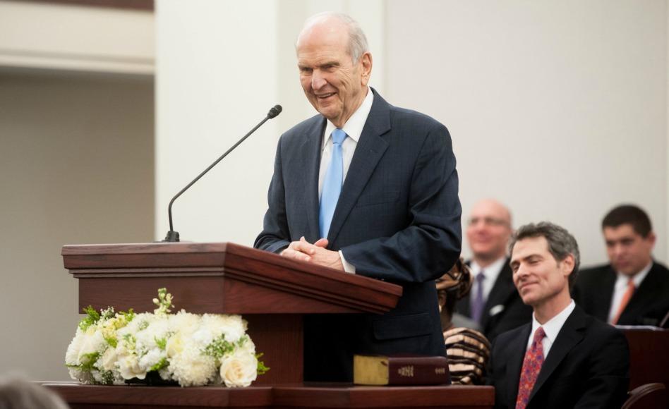 Russell M. Nelson firma ahora los llamamientos misionales durante el interregno apostólico