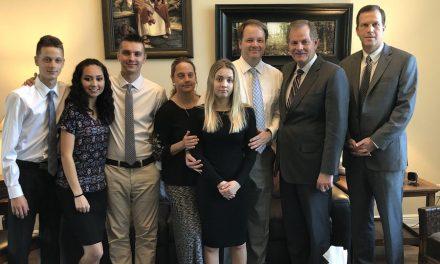 """""""Hay un vacío en nuestra familia"""": Familia de joven SUD asesinada se reúne con apóstol y hablan sobre las Bendiciones del Templo"""