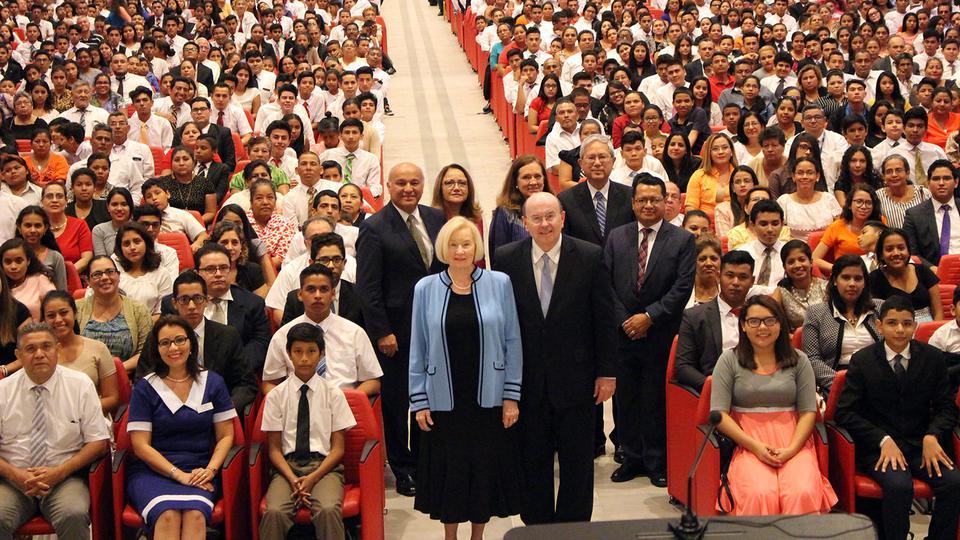 La grata visita de un líder mundial mormón en Centroamérica