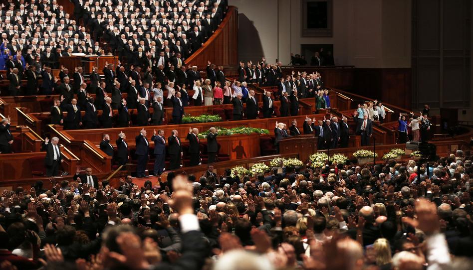 Conferencia Histórica: Una asamblea solemne, dos nuevos apóstoles y quórums del sacerdocio reestructurados