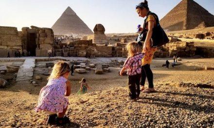 Familia Mormona comparte sus secretos para viajar por el mundo con 3 niños pequeños