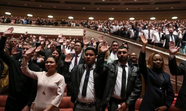 Miembros de la Iglesia sienten gran amor durante la Asamblea Solemne