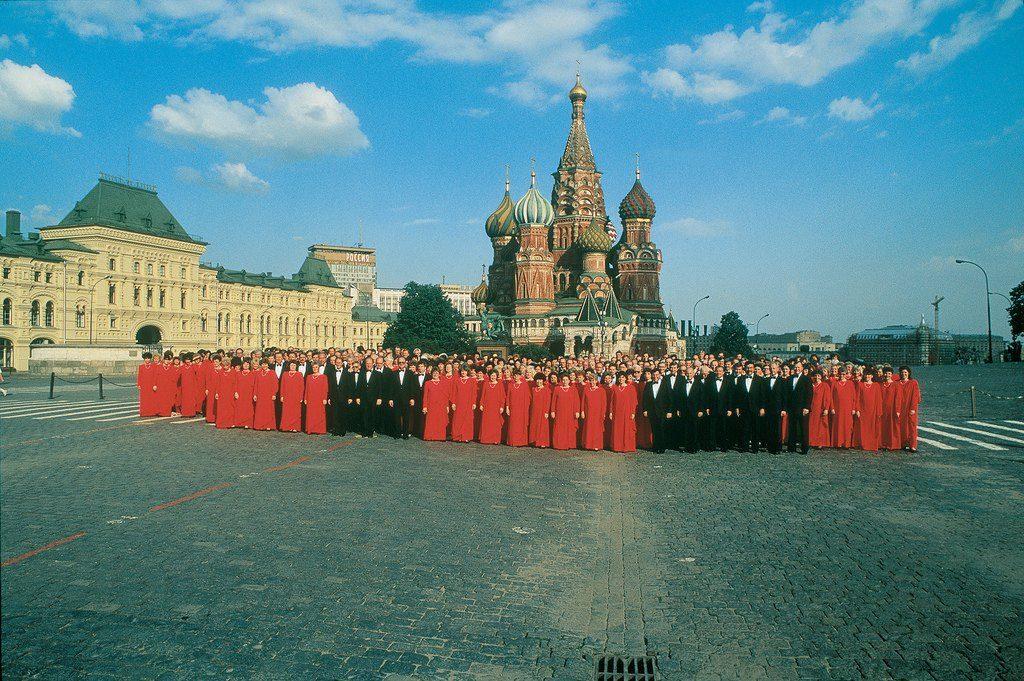 El coro del Tabernáculo Mormón en la plaza Rusa en Moscú, Rusia.