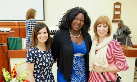 Lideresas mundiales mormonas enseñan cómo ministrar en El Caribe