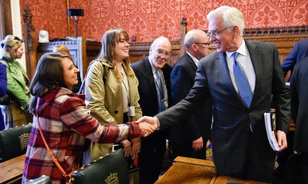 Apóstol mormón habla sobre religión en el parlamento del Reino Unido