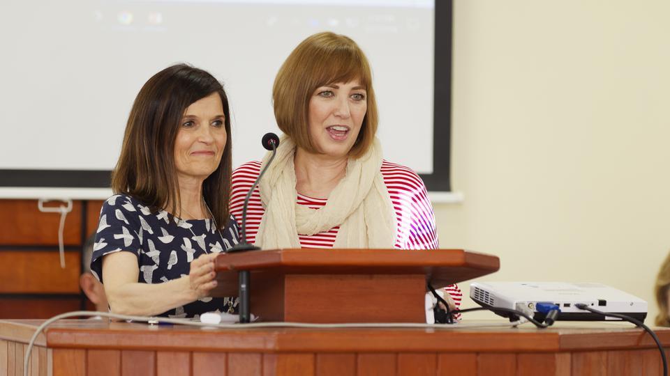 Líderes mundiales mormonas enseñan cómo ministrar