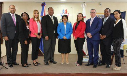 Mormones entregan donación a Primera Dama en República Dominicana