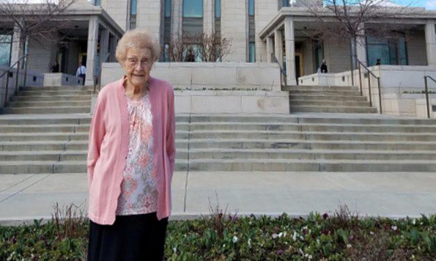 Una obrera del templo de 100 años inspira a miles por su servicio