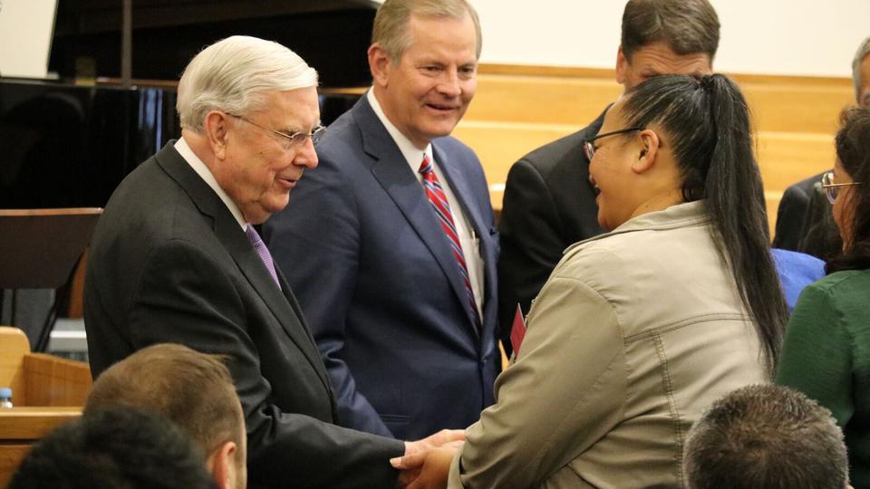 Líderes mormones enseñan a los neozelandeses y australianos a amar a los demás