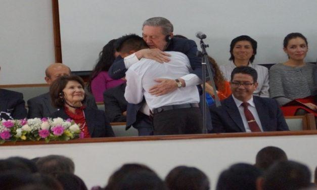 Elder Holland: Dios te llama, Él te ama, Él está más cerca de ti cuando te sientes sólo