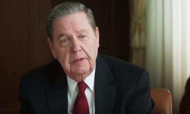 Elder Jeffrey R. Holland: Llevando las cargas los unos de los otros