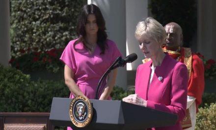 Presidenta General de la Sociedad de Socorro ofrece una oración en la Casa Blanca
