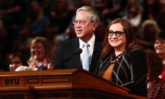 El élder y la hermana Gong enseñan a las mujeres a amar como Cristo amó