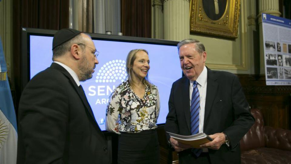 élder Holland en el senado de Argentina