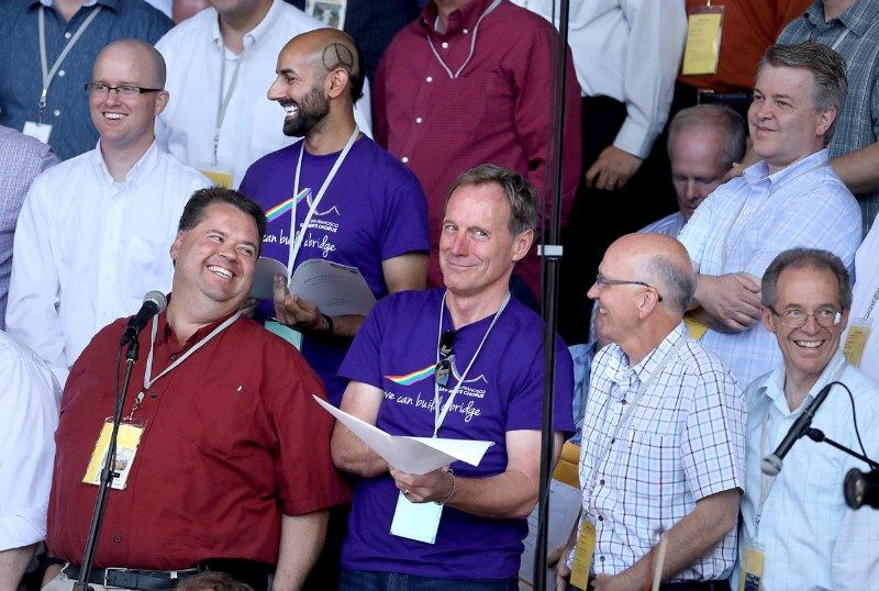 Coro del Tabernáculo Mormón con coro gay