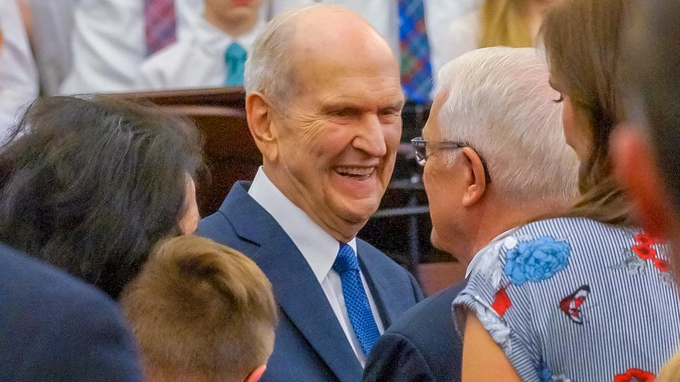 El presidente Nelson entrega bendición apostólica en Canadá