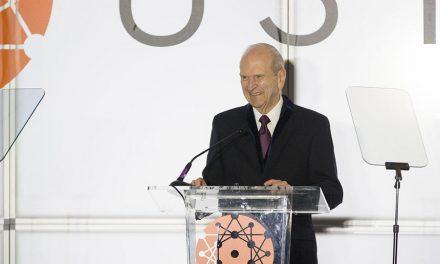 Presidente Nelson es honrado por su trabajo en el campo de la medicina