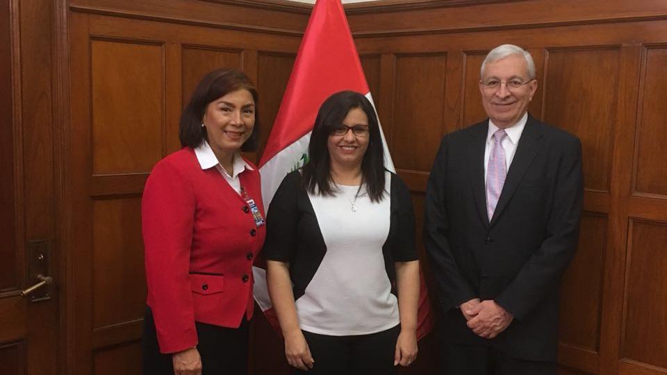 Mormones reafirman su compromiso de servicio con la Primera Dama en Perú