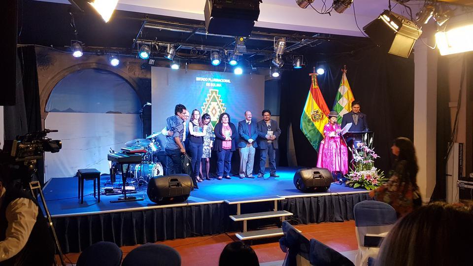 Escritora mormona gana premio nacional en literatura infantil en Bolivia