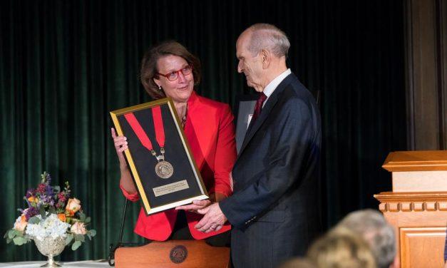 Facultad de Medicina de la Universidad de Utah rinde homenaje al presidente Nelson